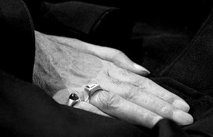 داستان کوتاه: دست مردانه
